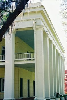 This plantation is the largest antebellum plantation house left in the South which contains 64 rooms, 7 staircases, and 5 galleries. This 53,000-square foot plantation home was constructed in 1858.