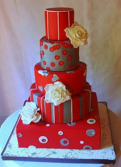 Najlepse Torte - Beautiful Cake - except that the flowers don't go with the cake. Pity, cos its a cool cake.