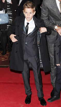 nice to see a well dressed young gentleman! Had to be a Beckham Sharp Dressed Man, Well Dressed, Kingston Rossdale, Dapper Suits, Look 2015, Blazer For Boys, Pinterest Design, Boy Hairstyles, Boy Haircuts
