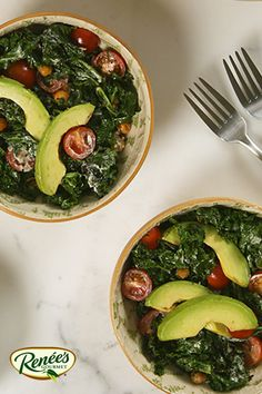 Salade d'avocat et de chou frisé grillés #recette Kale Avocado Salad, How To Ripen Avocados, Green Lettuce, Cooking Instructions, Side Salad, Vegetable Sides, Home Recipes, Salad