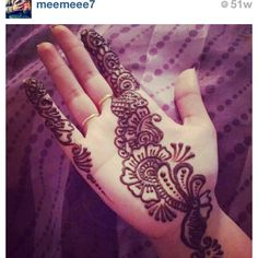 beautiful simple mendhi!! :)