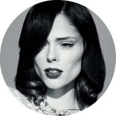 Coco Rocha is known for its active position against анарексичных models - she herself experienced this problem, the girl was told that her 4th size, by American standards, obscenely large. However, she did not often considered to opinions of others and prefer руководстововаться their жизнеными principles. Not surprisingly, in the world of fashion she was nicknamed «a lover to eat.»  #CocoRocha