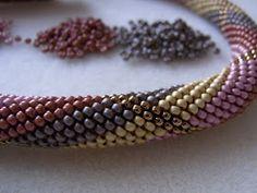 Solidbeads - The beady side of life: Drehwurm - Falsch gewickelt Bead Crochet Rope, Beaded Crochet, Beaded Jewelry, Beaded Bracelets, Bead Weaving, Crochet Necklace, Beads, Ropes, Beadwork