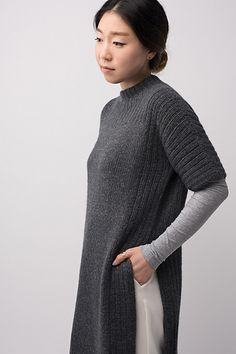 Shibui Knit Pattern: looks a lot like a side slit tunic in the Fall 2017 Eileen Fisher collection. Knit Fashion, Mode Style, Knit Dress, Hand Knitting, Knitting Sweaters, Knitting Patterns, Knitting Ideas, Knitwear, Knit Crochet