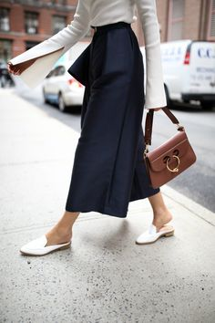 spring-trends-2017-asymmetrical-one-shoulder-tops-ruffles-culottes-wide-leg-cropped-pants-mules-white-slides-solace-london-everland-split-statement-sleeves-white-navy-style-fashion6