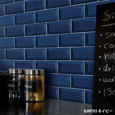 家具、家電、小物、ドア、階段のリメイクに簡単にきれいに貼れる。貼ってはがせる 壁紙 シール リメイクシート「Hatte me(ハッテミー)」メトロタイル柄 ネイビー BJMT-03(65cm×1m)