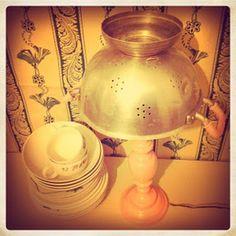 lampade strane scolapasta luce tazze piatti