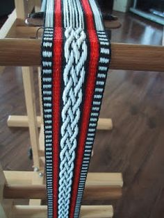 Hearts on Fibre: Adventures in Inkle Weaving