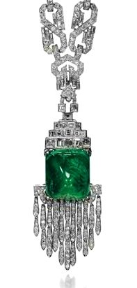 Not usually a diamond girl but.Art Deco diamond and cabochon emerald sautoir, by Mauboussin, circa 1925 . Art Deco Jewelry, High Jewelry, Jewelry Design, Art Deco Diamond, Diamond Girl, Emerald Jewelry, Emerald Necklace, Art Nouveau, Antique Jewelry