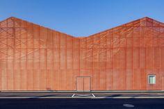 Metallmaschen und Satteldach - Halle von Manuelle Gautrand im Elsass