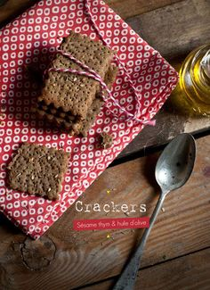crakers sans gluten, sésame, thym & huile d'olive. gluten free , sokeen Crackers, Food In French, Gluten Free Recipes, Vegan Recipes, Appetizer Recipes, Dessert Recipes, Sans Gluten Vegan, Desserts Sains, Cuisine Diverse