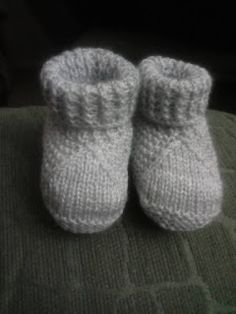 Knitted Baby Boots, Baby Booties Knitting Pattern, Crochet Mittens Free Pattern, Crochet Baby Jacket, Booties Crochet, Crochet Bunny, Crochet Baby Booties, Baby Knitting Patterns, Diy Crafts Knitting