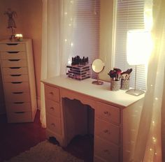 The perfect make up desk!