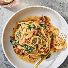 Spaghetti & Spinach with Sun-Dried Tomato Cream Sauce Spaghetti With Spinach, Spinach Pasta, Tomato Cream Sauces, Rice Dishes, Vegan Dishes, Pasta Dishes, Food Dishes, Pasta Recipes, Beef Recipes