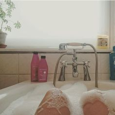 What does fibromyalgia feel like? Here are 10 things I feel that everyone can understand. [Pic: Bubble bath during a flare up]