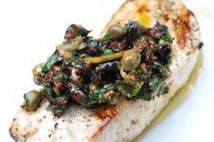 Il pesce spada alla catanese fa ampio ricorso alle erbe aromatiche che vengono completate dal basilico sminuzzato che viene cosparso sul piatto prima...