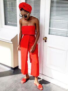 40 Maneiras de Usar Looks All Red O vermelho é a cor da vez! A várias tonalidades dessa cor intensa e vibrante combinam com todas as cores de pele e até mesmo podem compor looks vermelhos de todos os estilos. Separei então 40 looks com peças em vermelho mixando looks all red, looks com vermelho + jeans e looks com vermelho + p&b. Bora conferir?