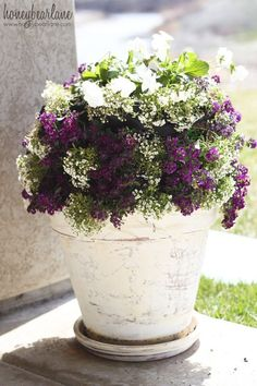 Make this cute mini flower tower for your porch! www.honeybearlane.com