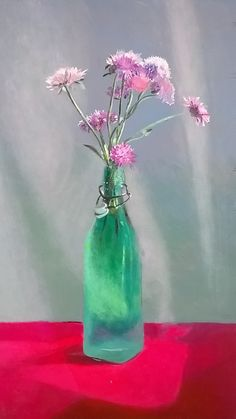Flores en botella verde. Flowers in green bottle.