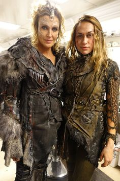 "The 100 BTS 3x03 ""Ye Who Enter Here"" LOOK AT THE LITTLE ICICLES LOOK AT THE DETAIL I LOVE THIS SHOW COSTUMES SO MUCH"