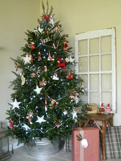 I threw together a little Christmas home tour so there is a spot where all my   Christmas decorating for 2012 is together.   If you ...