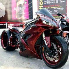 Custom Yamaha R1 vermelha #supermotos #superbikes #yamahar1