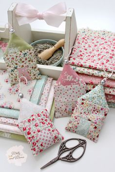 Scrap Fabric Projects, Small Sewing Projects, Fabric Scraps, Sewing Hacks, Sewing Crafts, Lavender Crafts, Lavender Sachets, Diy Lavender Bags, Creation Couture
