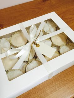 Vintage cream cupcakes Kokos Cupcakes, Gift Wrapping, Cream, Gifts, Vintage, Gift Wrapping Paper, Creme Caramel, Presents, Wrapping Gifts