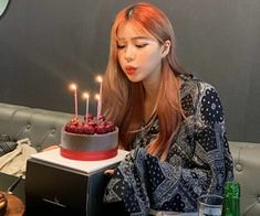 birthday, cake, and strawberries resmi Happy Birthday Me, Girl Birthday, Birthday Cake, Birthday Girl Pictures, Bad Girl Aesthetic, Cute Cakes, Ulzzang, Birthday Candles, We Heart It