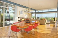 Love the airy space in this mid-century modern home in Los Angeles