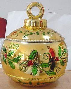 Gold bombonne ceramic cookie jar Christmas Cookie Jars, Christmas Dishes, Holiday Cookies, Christmas Figurines, Christmas Ornament, Christmas Decorations, Xmas, Christmas Tree, Antique Cookie Jars