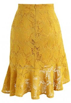 Ready for ruffles in paradise? That's exactly what's going down with this frilly lace skirt in a sunny, mustard yellow. - Leaf pattern lace finished - Asymmetric hi-lo frill hem - Concealed back zip closure - Lined - 100% polyester - Hand wash Size(cm)Length Waist Hip XS 39-62 63 86 S 39-62 67 90 M 40-63 71 94 Size(inch)Length Waist Hip XS 15-24.5 25 34 S 15-2...