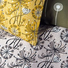 Angie Lewin is a lino print artist, wood engraver, screen printer and painter depicting the UK's natural flora in linocut and other limited edition prints. Lino Print Artists, Funky Cushions, Angie Lewin, Cool Fabric, Or Antique, Fabric Design, Textile Design, Design Art, Pattern Design