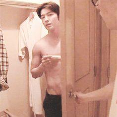 Eunhyuk admiring Donghae's abs.. well not just Eunhyuk ji!