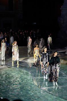 #Fendi am Trevi-Brunnen: der schönste #Catwalk der Welt