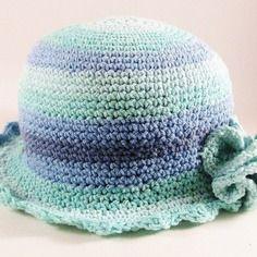Bonnet, chapeau cloche bleu turquoise pour fillette.