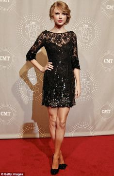 Estilo Taylor Swift, Taylor Swift Style, Jenny Packham Dresses, Nice Dresses, Formal Dresses, Short Dresses, Red Carpet Fashion, Lace Dress, Celebrity Style