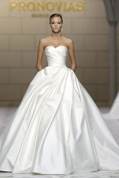 Strapless wedding dresses are classics, this is the right type of dress if you want to feel a real princess or a queen! They are amazing for any season but especially for spring and summer...