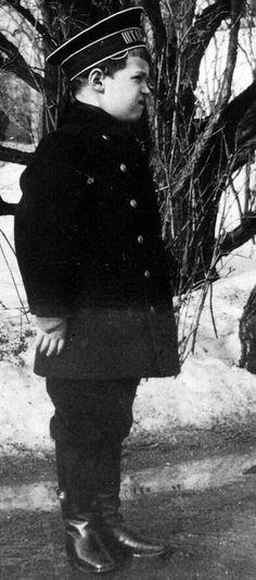 Tsarevich Alexei Nikolaevich Romanov (12 Aug 1904-17 Jul 1918) Russia in 1910 unknown photographer. 5th child of Nicholas II (1868- 1918) & Alix-Alexandra Romanov (1872-1918)