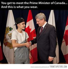 No guys, He was at an interview and Prime MInister came and brought all his flags. He totally surprised Justin Bieber. Seriously Justin bieber wouldn't do that. Hes a good kid. Just slow down and think. He may not be super smart but hes not a total idiot. Justin Bieber, Justin Beiber Memes, Memes Celebridades, Funny Celebrity Memes, Funny Celebrities, Celebs, Memes Estúpidos, Funny Memes, Funny Pictures