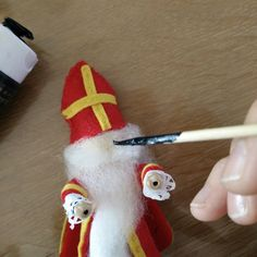 www.nl: Felt Sinterklaas crafting with wooden beads - Kralen Life Neon Bracelets, Trendy Bracelets, Thin Ribbon, Silk Ribbon, House Ornaments, Christmas Ornaments, Leather Thread, Pink Quartz, Green Silk