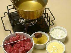 Fondue Recipe Melting Pot, Broth Fondue Recipes, Sauce Recipes, Beef Recipes, Cooking Recipes, Cooking Beef, Copycat Recipes, The Melting Pot, Wok