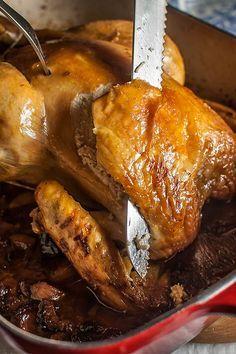 El pollo relleno es un plato tradicional que nunca defrauda. Podemos hacerlo todo lo sencillo o sofisticado que queramos variando el relleno y los ingredientes de la salsa o incluso la guarnición que pongamos, por lo que es una estupenda opción para las fiestas que se nos avecinan, ¿no creéis? A mí me encanta el relleno de pan, embutido y frutos secos que es típico en varias regiones de España. Los frutos secos los puedes ajustar a tu gusto. Este relleno sale tan rico que te lo podrías… Baked Chicken Recipes, Turkey Recipes, Mexican Food Recipes, Easy Cooking, Cooking Recipes, Healthy Recipes, Holiday Recipes, Great Recipes, Favorite Recipes