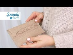 Kostenloses Schnittmuster: ReLeda Täschlein mit Flechtverschluss nähen | Snaply-Magazin Felt Clutch, Crochet Cord, Reusable Tote Bags, Make It Yourself, Sewing, Projects, Gifts, Craft, Cases