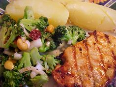 mesa de festa: Costeletas de porco com laranja e mostarda churrasco
