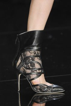 Monique Lhuillier Fall 2013 - Details