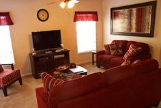 Perfect family room in an Orlando vacation home from Homes4uu! Get the best deals on vacation homes and rentals from Homes4uu! #orlando #travel #disney