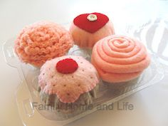 Felt Cupcakes, tutorial (I realize this tutorial is meant to be a toy, but I think they would make great pin cushions!)