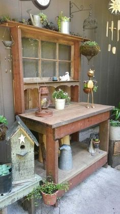 Potting Bench Ideas - Want to know how to build a potting bench? Our potting bench plan will give you a functional, beautiful garden potting bench in no time! Outdoor Potting Bench, Potting Tables, Backyard Projects, Garden Projects, Potting Station, Bench Designs, Potting Sheds, Garden Table, Garden Benches