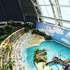 Tropical Islands bei Berlin: quasi-tropische Ferien in der größten Halle der Welt (die Freiheitsstatue aus New York würde locker hineinpassen!). Top oder Flop? Lest unseren Bericht! http://www.weltwunderer.de/tropical-islands-berlin-ein-kindertraum-wird-wahr/